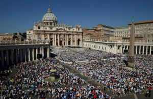 A general view of Saint Peter's Square as Pope Francis leads a mass for the canonisation of Mother Teresa of Calcutta at the Vatican September 4, 2016. REUTERS/Stefano Rellandini - RTX2O1WG